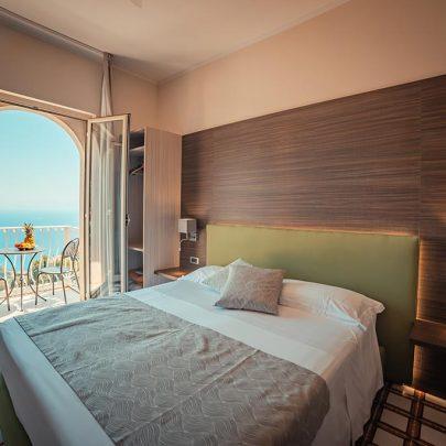 splendid-hotel-taormina-camera-deluxe-vista-mare-balcone-001